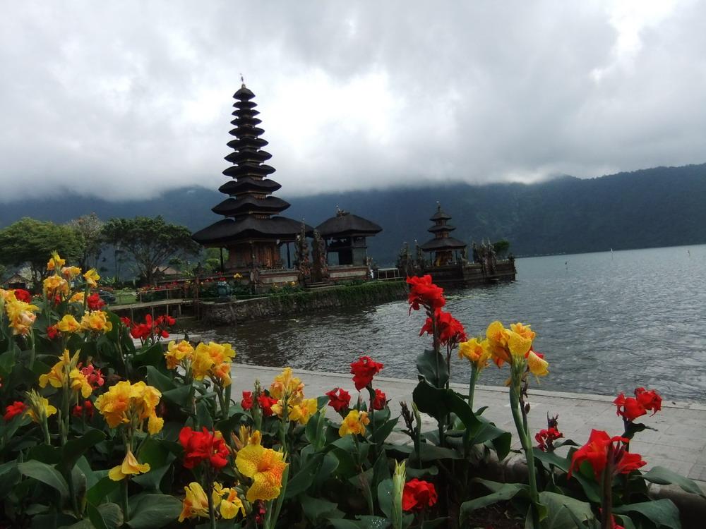 Bedugul Dan Pura Tanah Lot Sunset Tour Agus Bali Travel