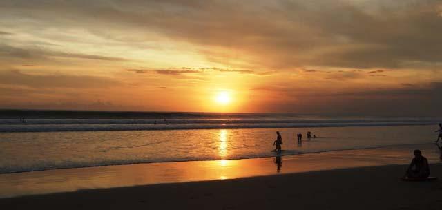 Wisata Pantai Seminyak