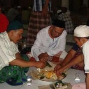 tradisi megivung di Bali