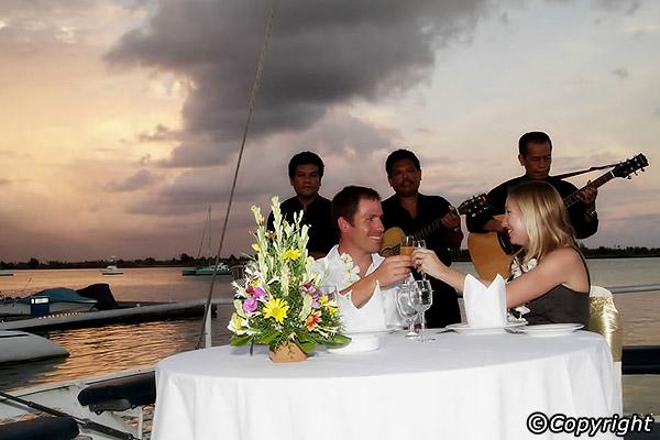 Paket Bali Hai Dinner Cruise Bali